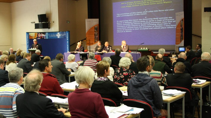 Governing Body members vote in favour of ordaining women as bishops