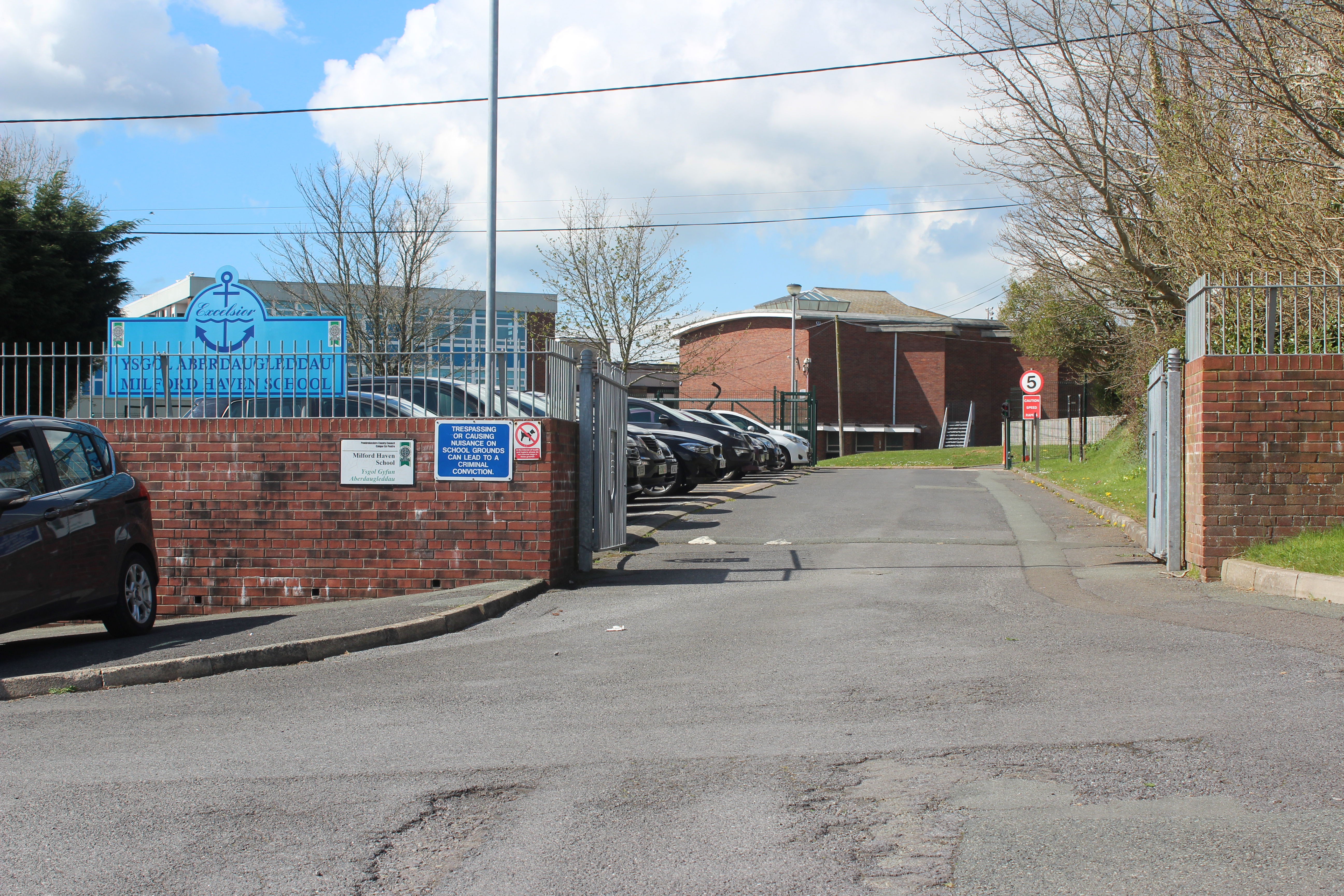 In the afternoon, a visit to the town's comprehensive school